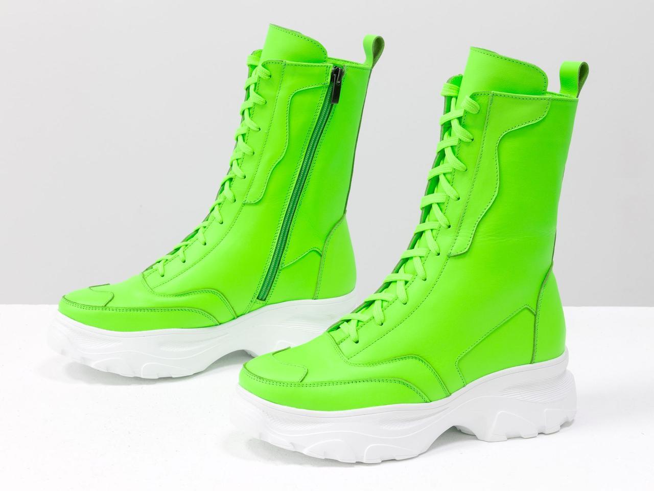 Высокие женские неоновые ботинки берцы салатового цвета из натуральной кожи