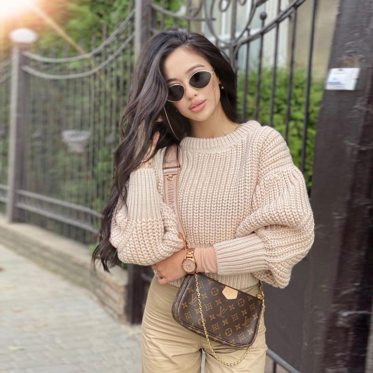 Женский вязанный свитер. Модель 8764