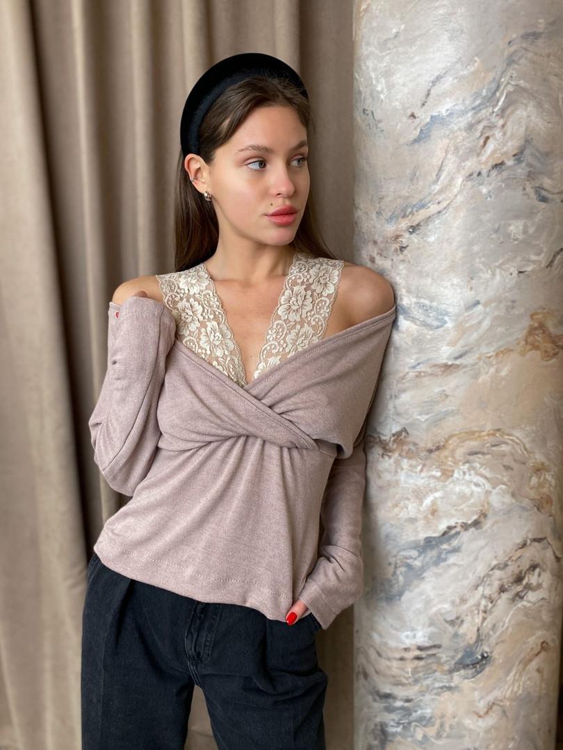 Женская ангоровая блуза с кружевом