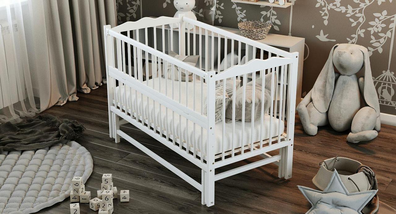 """Дитяче ліжечко Дубик-М """"Веселка"""" сніжно біле, з відкидною боковинкою на маятнику."""
