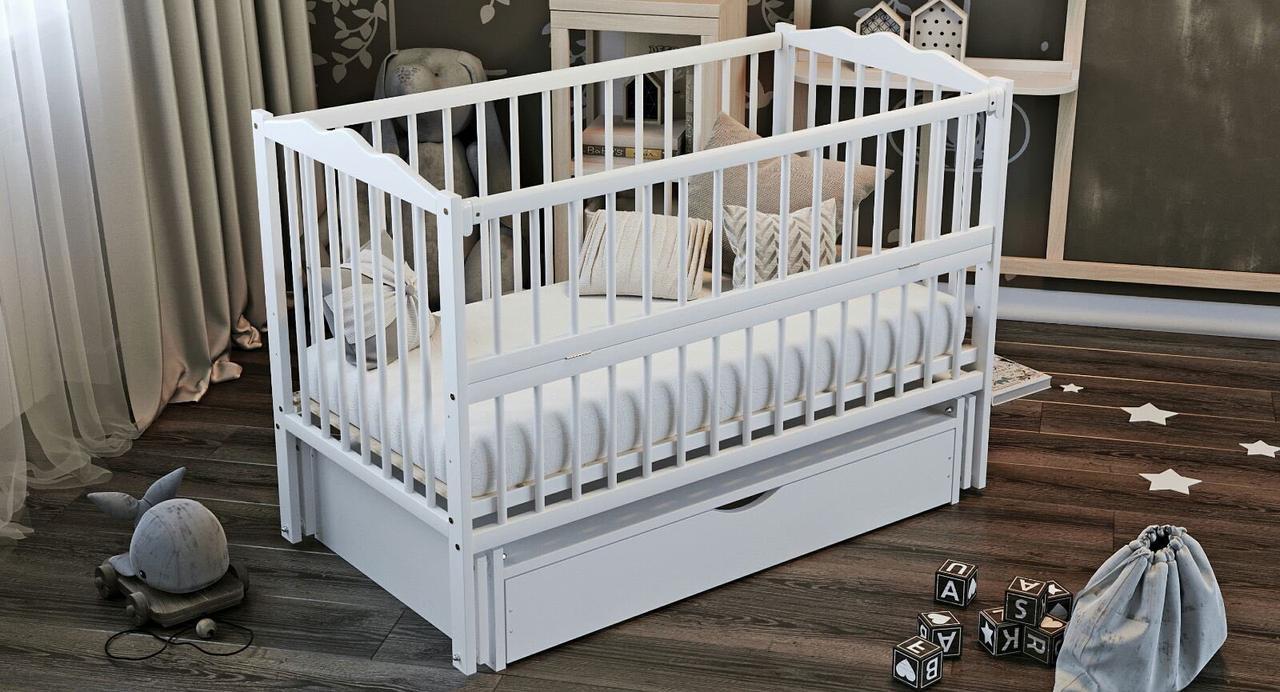 """Дитяче ліжечко Дубик-М """"Веселка"""" сніжно біле, з відк.боковинкою та шухлядою."""