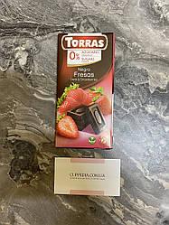 Чёрный шоколад Torras с кусочками клубники 75 грм