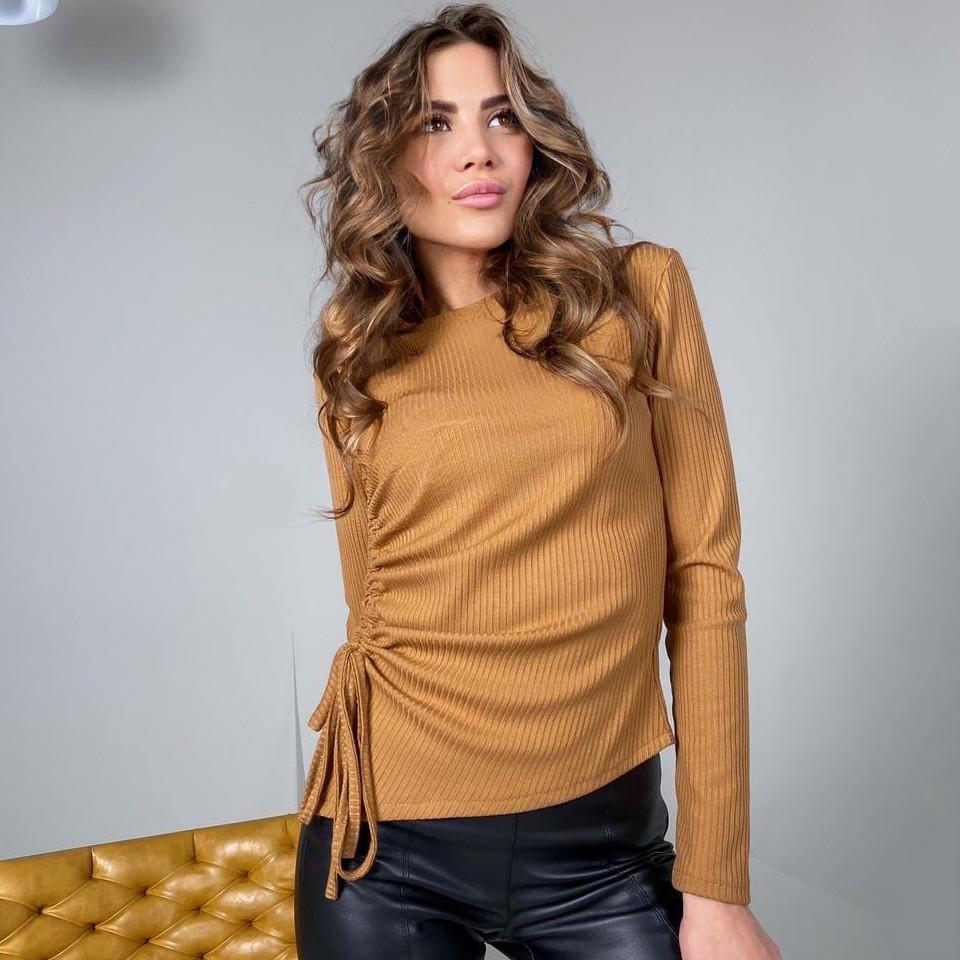 Женская коричневая кофточка с затяжкой