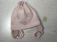 Шапочка для дівчинки демісезонна на завязці з метеликами Розмір 42-44 см Вік 3-7 місяців, фото 8