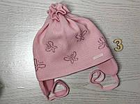 Шапочка для дівчинки демісезонна на завязці з метеликами Розмір 42-44 см Вік 3-7 місяців, фото 6
