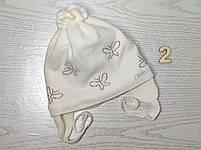 Шапочка для дівчинки демісезонна на завязці з метеликами Розмір 42-44 см Вік 3-7 місяців, фото 5