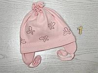 Шапочка для дівчинки демісезонна на завязці з метеликами Розмір 42-44 см Вік 3-7 місяців, фото 4