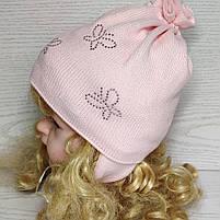 Шапочка для дівчинки демісезонна на завязці з метеликами Розмір 42-44 см Вік 3-7 місяців, фото 3