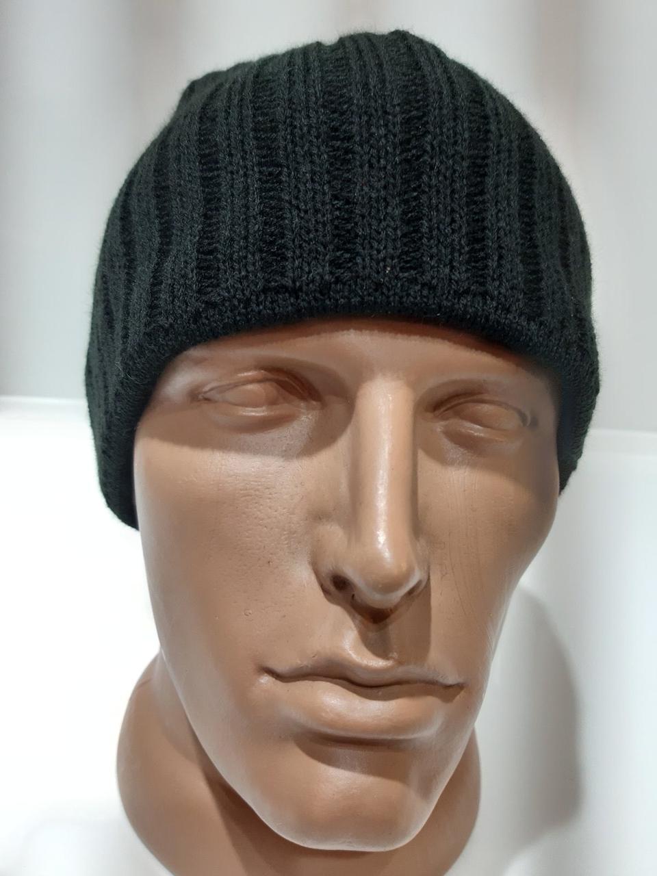Мужская шапка зимняя вязаная на флисе черная