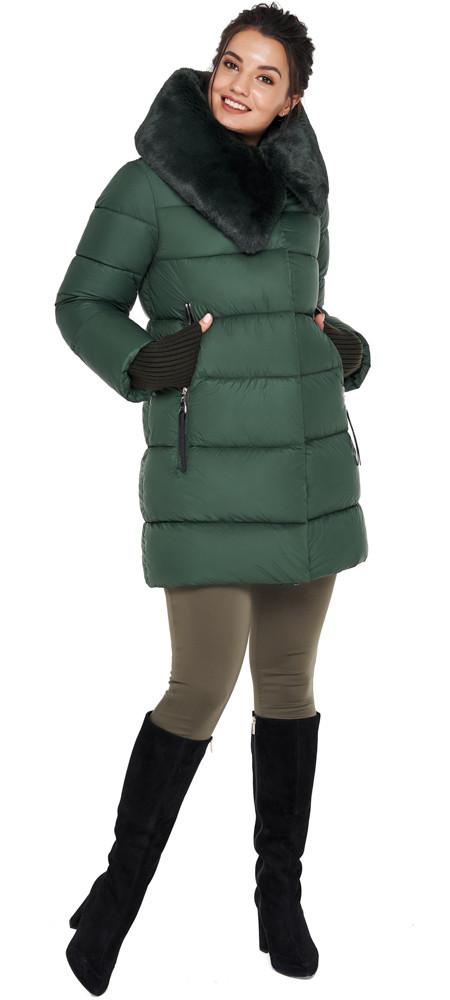 Женская нефритовая куртка зимняя с оригинальным воротником модель 31027