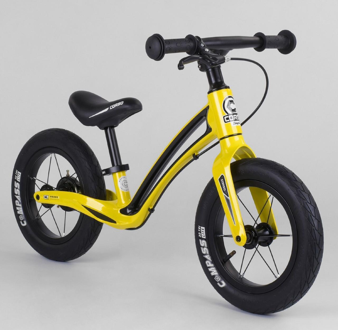 """Современный велобег для ребенка с изогнутой рамой и ручным тормозом Corso """"Prime C7"""" 50457, черно-желтый"""