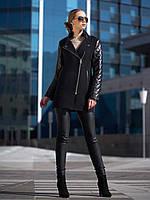 Женское пальто черного цвета с кожаными рукавами