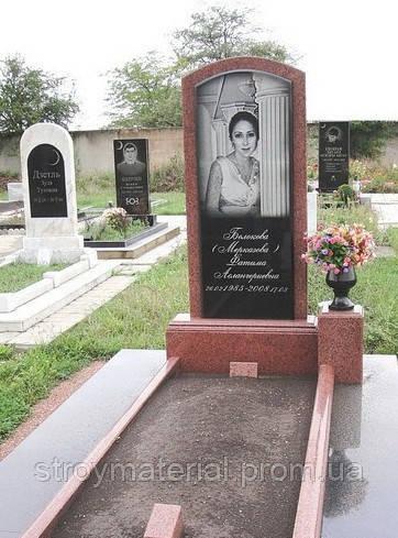 Памятники из красного гранита Эконом памятник Купола с профильной резкой Щукинская