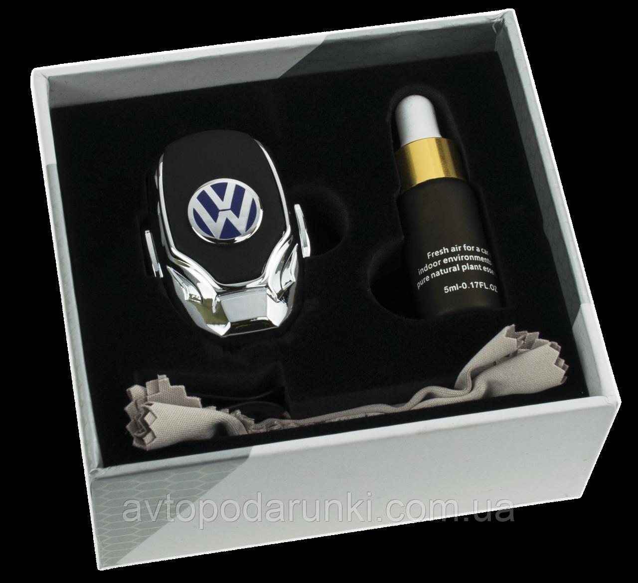 Ароматизатор для автомобиля с логотипом  VOLKSWAGEN (Крепление на решетку, парфюмерная отдушка 5мл, салфетка,