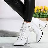 Элегантные нарядные белые женские ботинки на фигурном каблуке, фото 3