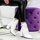 Элегантные нарядные белые женские ботинки на фигурном каблуке, фото 6