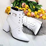 Элегантные нарядные белые женские ботинки на фигурном каблуке, фото 7