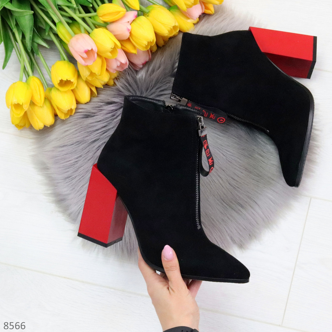 Дизайнерские женственные черные ботинки ботильоны на фигурном ярком каблуке