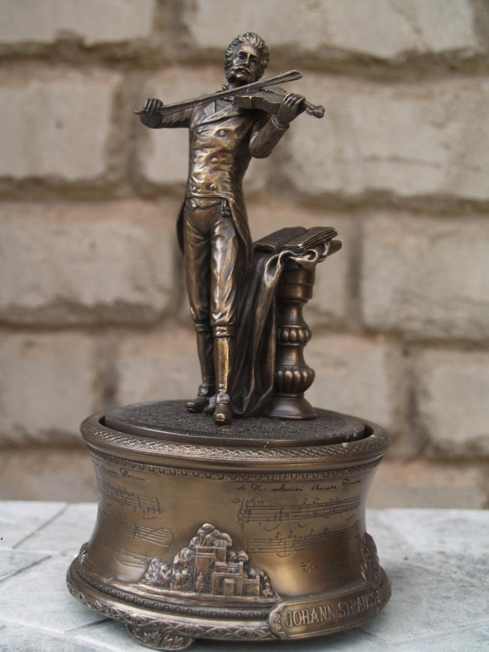Музична статуетка Veronese В. Штраус 19 см 76009