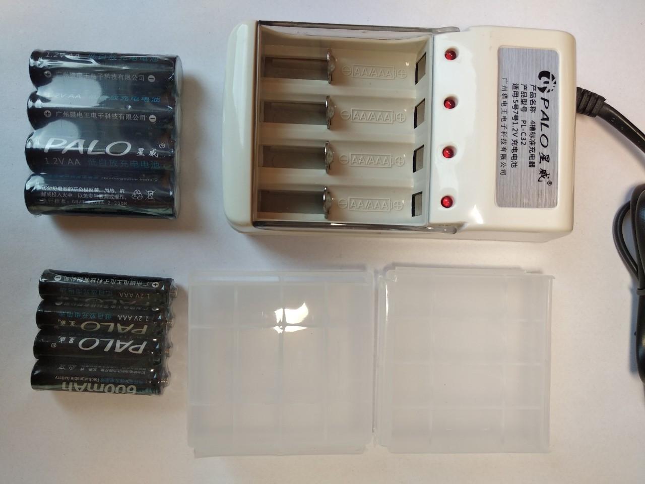 Зарядное универсальное устройство на 4 слота + 8 аккумуляторов PALO AA 1300mАh 1,2V