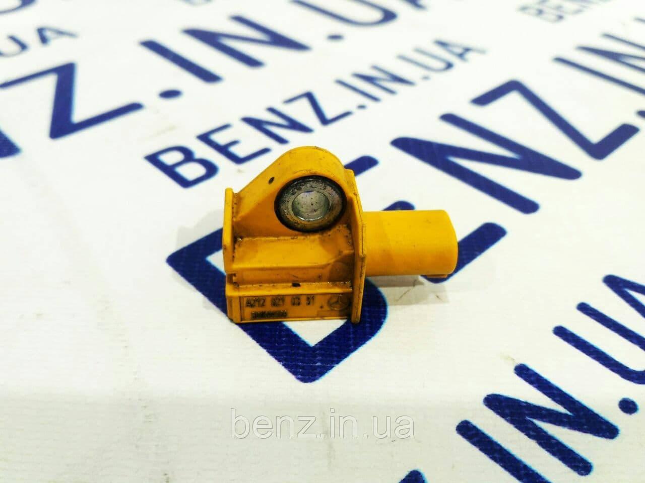Датчик удара Mercedes C207/W212/W204/R172 A2128210351