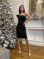 Женское силуэтное платье с рюшами