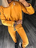 Горчичный женский спортивный костюм с кроп-топом на кулиске