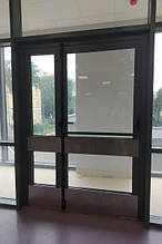 Двері протипожежні алюмінієві засклені у перегородці