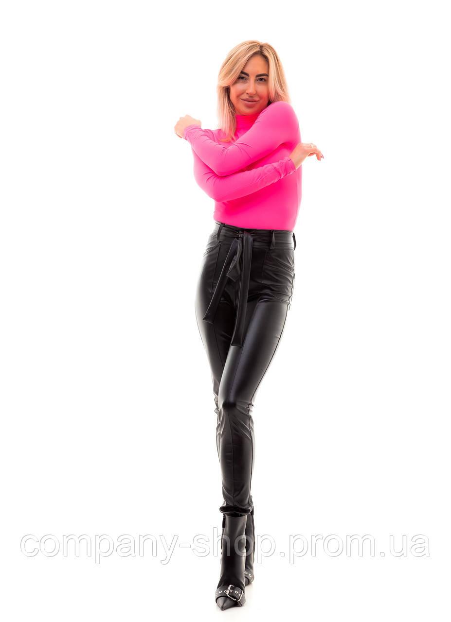 Женские кожаные трендовые леггинсы с высокой посадкой.