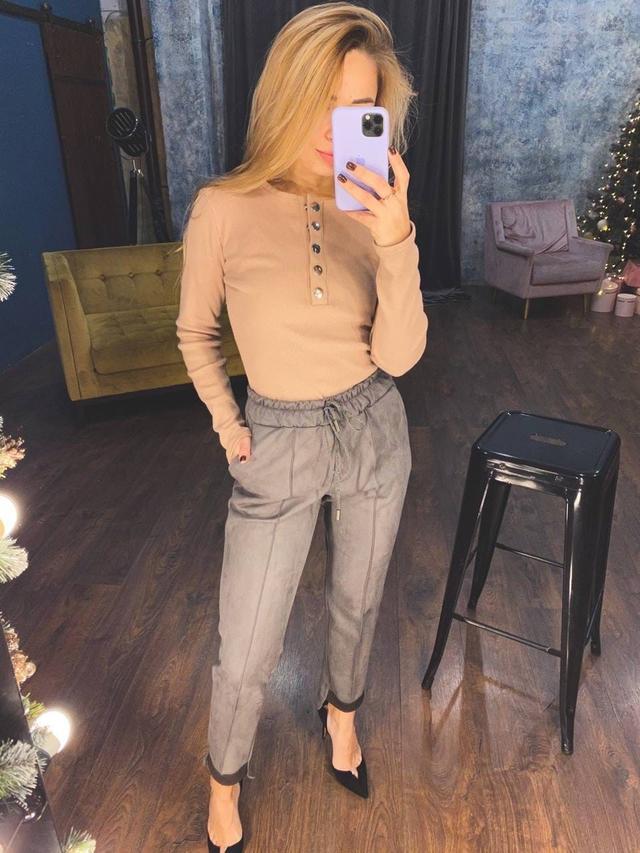 Женские замшевые брюки со стрелками