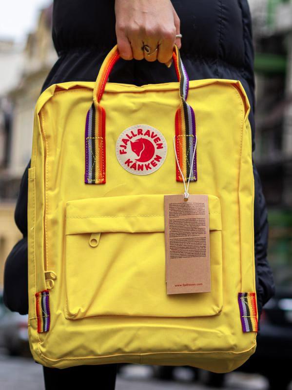 Молодежный рюкзак-сумка канкен радуга Fjallraven Kanken classic rainbow 16 л. желтый с радужными ручками