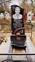 Памятник из гранита черного габбро Букинского месторождения и красного гранита Капустянского месторождения