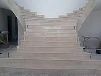 Лестница из бежевого мрамора, фото 1
