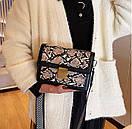 Модная Сумка кроссбоди женская с широким ремнем цвет под питона, фото 4