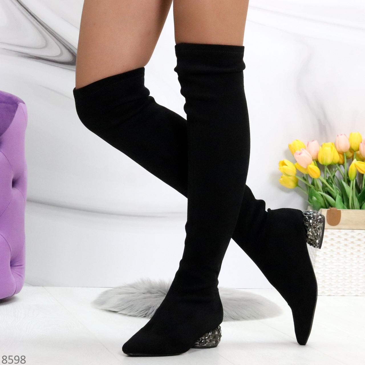 Черные замшевые стрейчевые женские сапоги ботфорты на низком декорированном каблуке