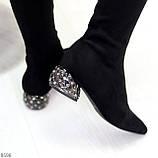 Черные замшевые стрейчевые женские сапоги ботфорты на низком декорированном каблуке, фото 3
