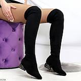 Черные замшевые стрейчевые женские сапоги ботфорты на низком декорированном каблуке, фото 7