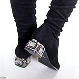 Элегантные черные замшевые женские сапоги ботфорты на декорированном каблуке, фото 2