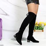 Элегантные черные замшевые женские сапоги ботфорты на декорированном каблуке, фото 3