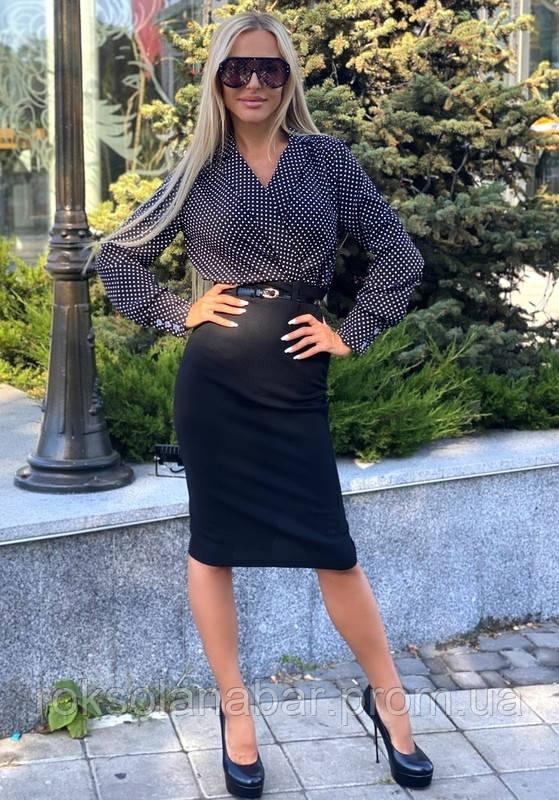 Ділова жіноча сукня з поясом і манжетами чорного кольору