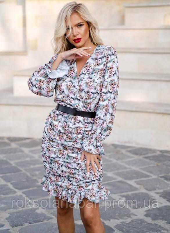 Сукня жіноча супер-софт білого кольору з квітковим малюнком різних кольорів