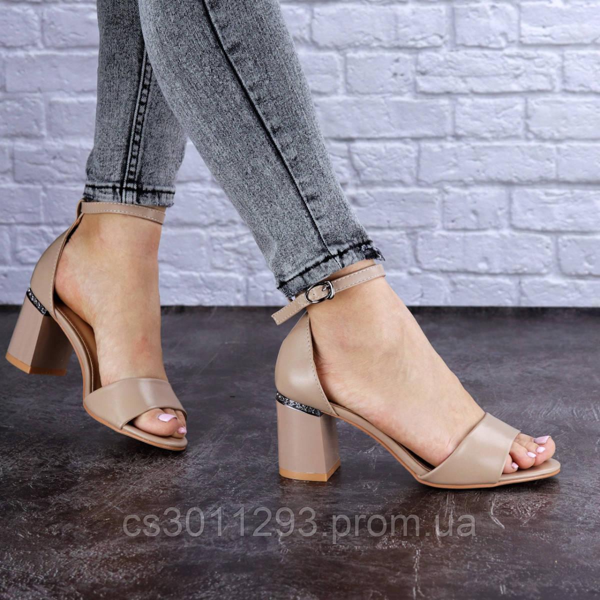 Женские босоножки на каблуке Fashion Hogie 1712 37 размер 24 см Бежевый