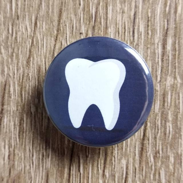 """Зубик"". Значок для стоматолога."