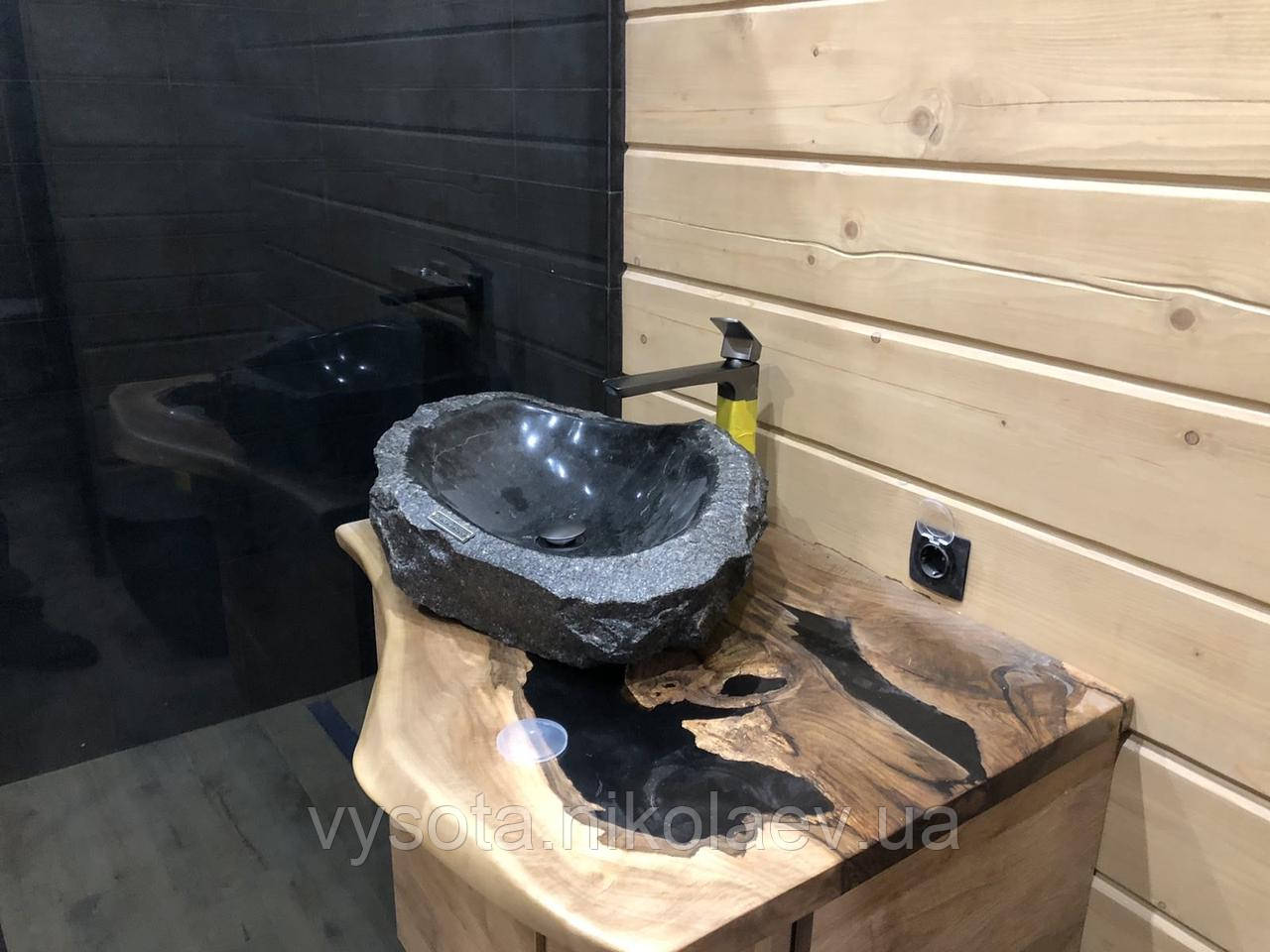 Стільниця в ванну кімнату з дерева Горіх