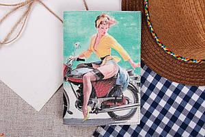 Обкладинка для паспорта «pin-up на мотоциклі»