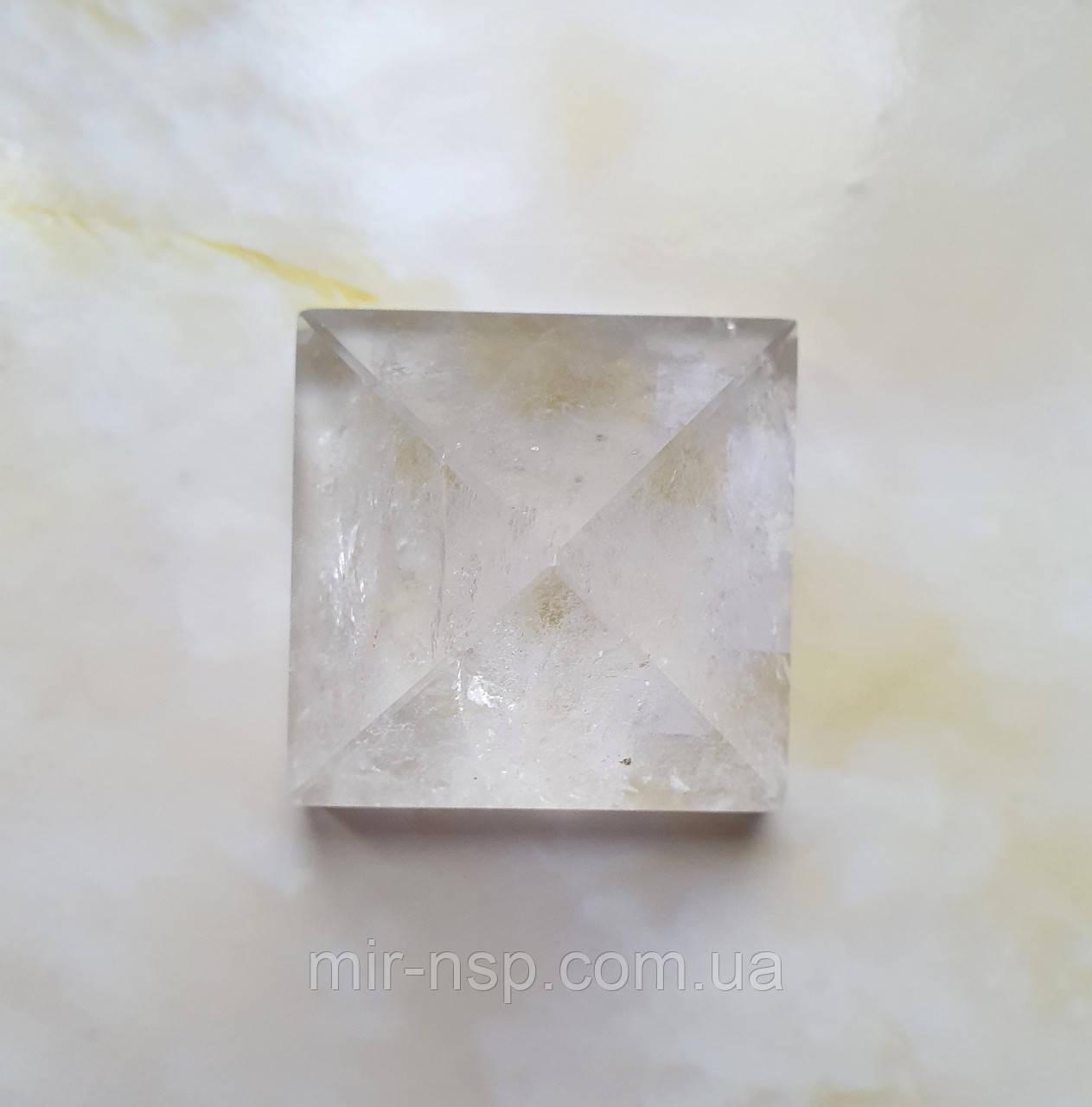 Пирамида из натурального горного хрусталя вес 97г