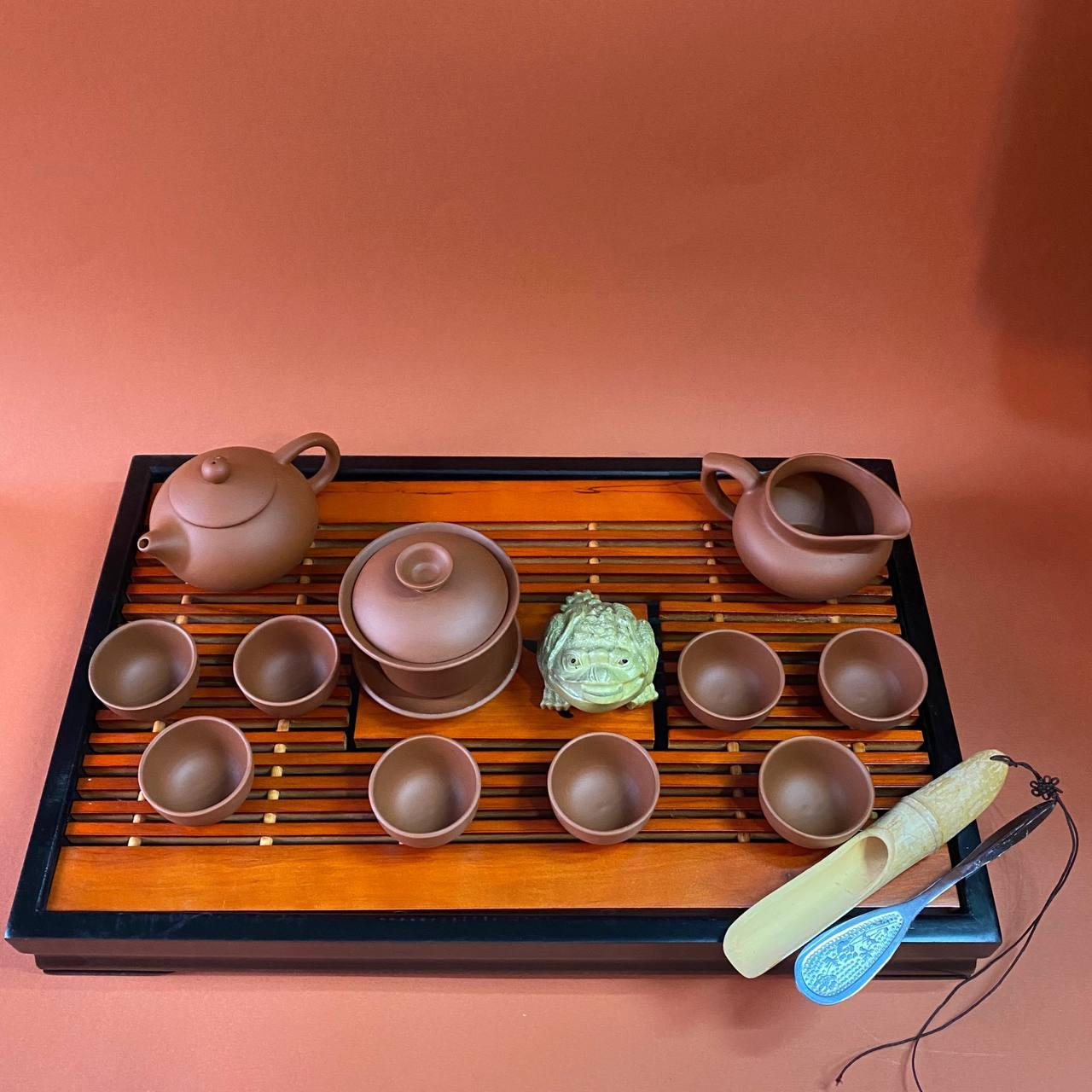 Набор посуды и аксессуаров для чайной церемонии
