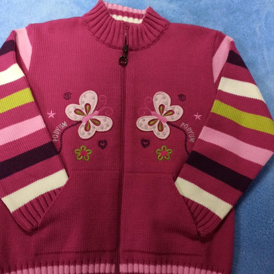 Кофта модная нарядная красивая теплая для девочки. Украшение вышивка.