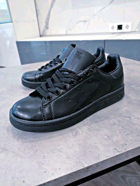Черные женские кроссовки Adidas Stan Smith