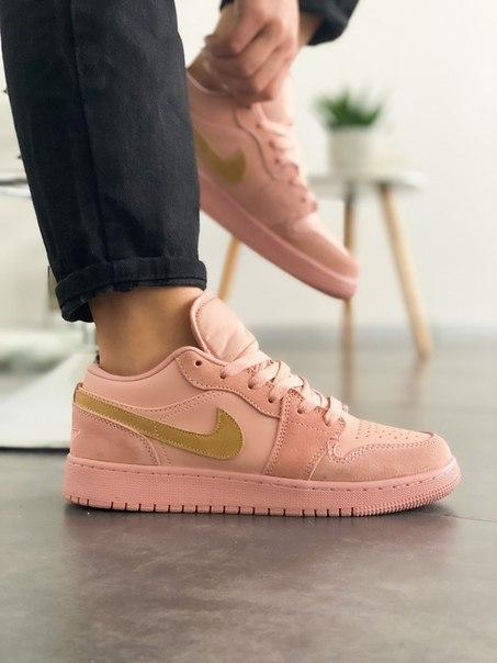 Розовые женские кроссовки Nike Air Jordan 1 Low Coral Sued